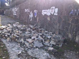 Вандали поново уништавали Партизанско спомен-гробље у Мостару Фото: klix.ba