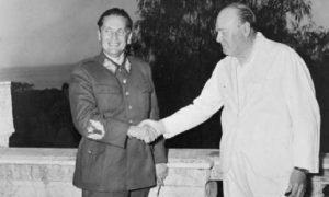 Јоспи Броз Тито и Винстон Черчил 1944 у Напуљу у Италији Фото: