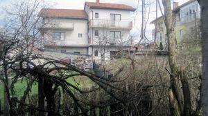 Малобројни Срби у Сарајеву тешко или готово никако не могу да остваре своја права, што потврђује и примјер Рајке Ђурић која 16 година упорно настоји да врати своју имовину коју су јој, уз помоћ локалних власти, узурпирале комшије.