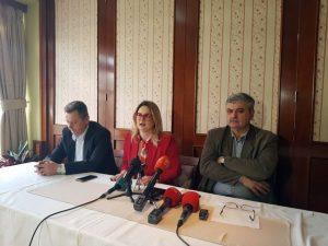 Član Kolegijuma direktora Instituta za nestala lica BiH Amor Mašović pozvao je danas sve porodice nestalih koje su do 2001. godine identifikovale nestale srodnike, a nisu bile sigurne da su to oni, da daju DNK uzorak jer se sumnja da je u BiH više od hiljadu identifikacija urađeno pogrešno.