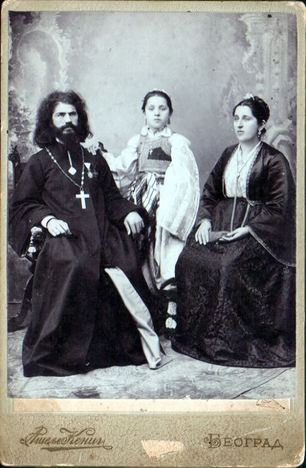 Прота Стева са супругом и ћерком Десанком, Атеље Кениг Београд