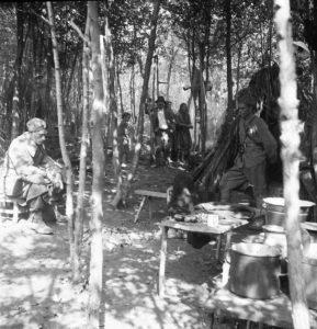 Збјег на Папуку у вријеме усташко-њемачке офензиве априла 1944.