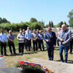 Начелник Брода Илија Јовичић са сарадницима положио вијенац испред спомен-плоче на градском гробљу.