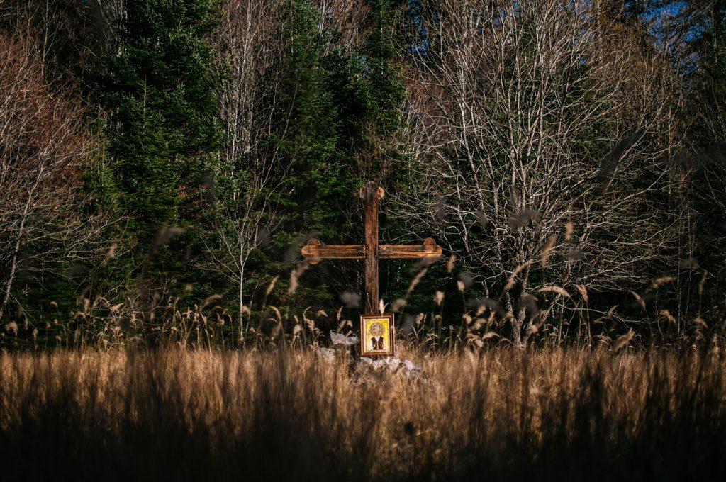 Časni krst na mjestu nekadašnjeg logora Jadovno, podignut 2012. godine. FOTO: Nikola Zajc.