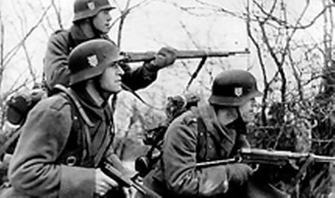 """Хрватску легију Анте Павелић је основао већ 2. српња 1941, десет дана по Хитлеровом нападу на Совјетски Савез, док је још трајала народна еуфорија јер је, успоставом НДХ и приступањем силама Осовине, избјегнут рат на хрватскоме територију. Поглавников проглас био је изразито еуфоричан: """"Удовољавајући жељама, што ми са свих страна Независне Државе Хрватске и свих народних слојева дневно стижу, одлучио сам одобрити, да се створе добровољне војне јединице, које ће се раме уз раме са славном њемачком војском борити проти заједничком непријатељу."""" А да не би било двојбе о којем је непријатељу ријеч, проглас започиње неком врстом бојнога поклича: """"У борбу против жидовско-бољшевичке Москве! Заклетог непријатеља свих европских а особито хрватског народа"""". Фото: https://www.jutarnji.hr/arhiva/heroji-za-pogresnu-stvar-baceni-na-staljingrad/3869469/"""