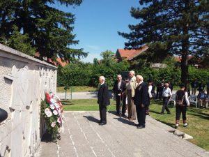 На Партизанском гробљу на Уријама у Приједору данас су положени вијенци и одржан историјски час поводом 9. маја - Дана побједе над фашизмом.