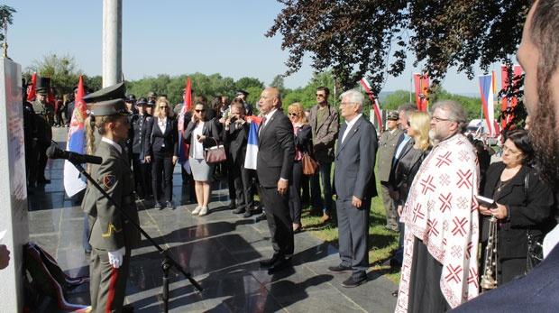 Помену на споменику српским и југословенсим жртвама присуствовали су представници Републике Србије / Танјуг