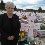 Ранка Балорда /76/ је данас на Војничком горбљу на Сокоцу положила цвијеће на споменик свог сина Радислава /30/ који је погинуо 1993. на Илијашком ратишту на линији у близини родног села.