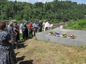 Код спомен-костурнице жртвама усташког злочина у Сребреници данас је служен парастос за више од 250 српских цивила које су усташе убиле други дан православног празника Тројица 1943. године у Сребреници и трећи дан Тројчиндана на Залазју.