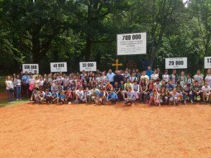 """Више стотина дјеце са Косова и Метохије заједно са својим домаћинима боравили су данас у Спомен-подручју Доња Градина и у Националном парку """"Козара""""."""