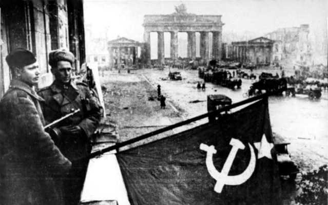 Совјетски војници у Берлину