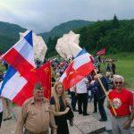 У присуству више стотина поштовалаца Народно-ослободилачке борбе, данас је у Долини хероја на Тјентишту, полагањем вијенаца и културно-умјетничким програмом, обиљежено 75 година од Битке на Сутјесци.