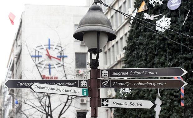 До сада су ћирилица и латиница биле подједнако заступљене у натписима / Фото П. Милошевић