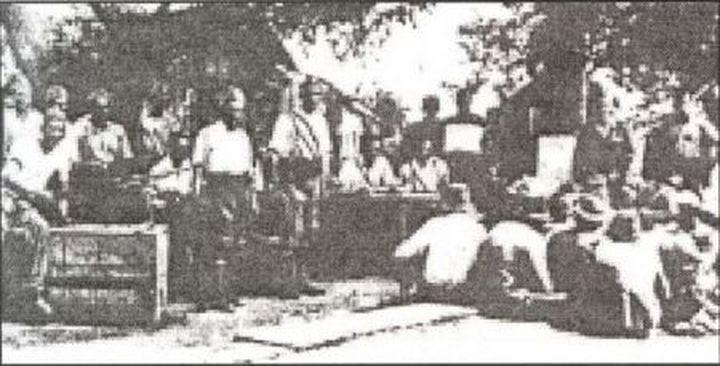 Хрватске усташе са ухапшеним српским сељацима на Грабовцу из околине Глине, Петриње и Двора на Уни, пре њихове ликвидациjе.