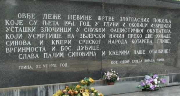 Табла на месту где су сахрањене жртве које су 1941. побиле усташе