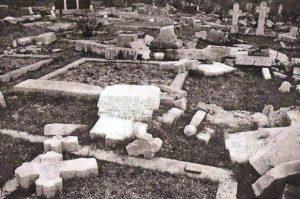 """Тенковима срављено гробље у """"Олуји"""", фото: Новости"""