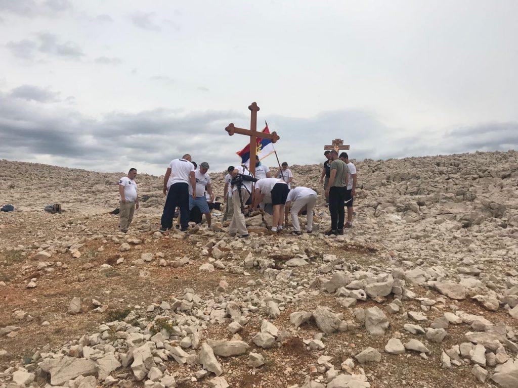 Postavljanje Krsta na mjestu zločina na Fornaži, ostrvo Pag, iznad uvale Malin 15. avgusta 2018.