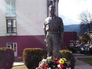 Pale: Spomenik Srđanu Kneževiću Foto: SRNA