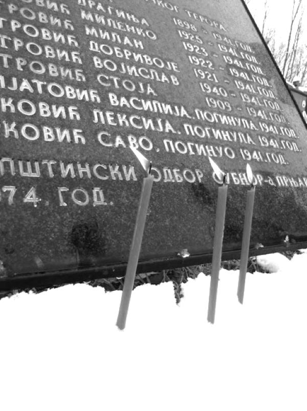 Svijeće u spomen na mučenike kremanske