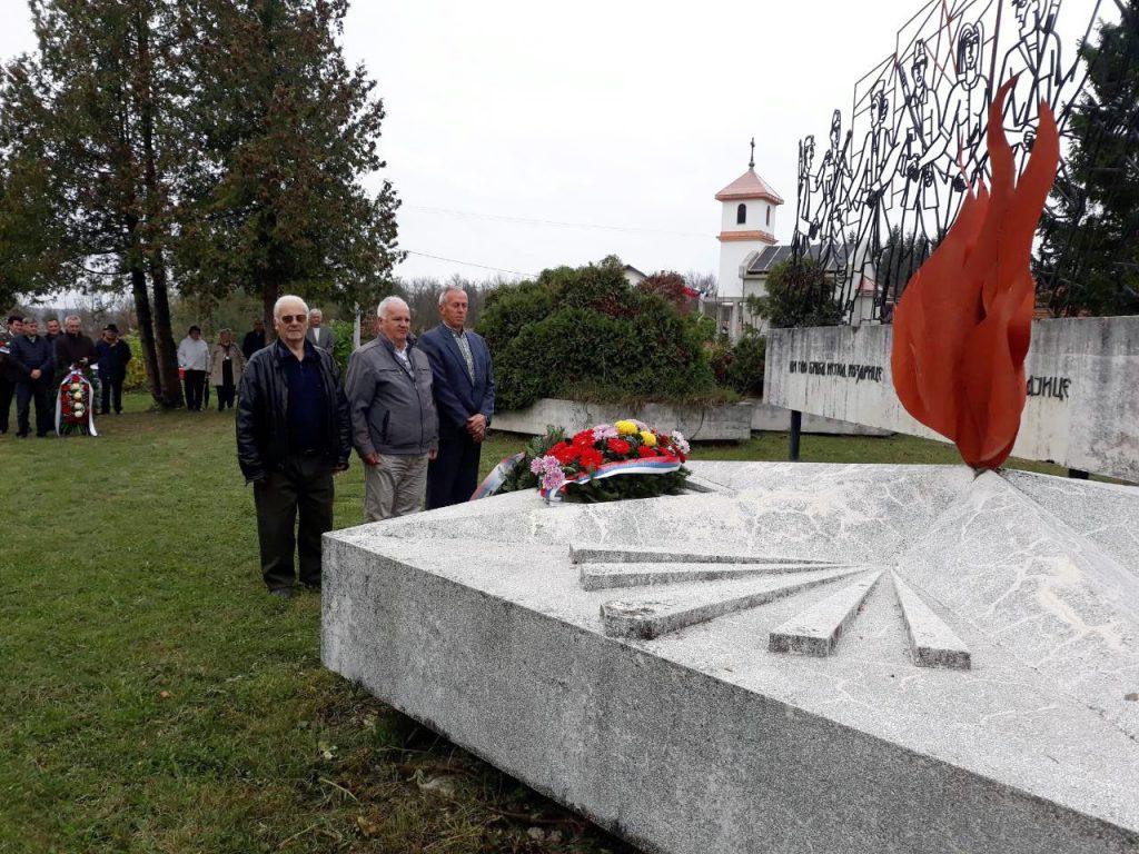 Na Puharinama je održan tradicionalni istorijski čas u znak sjećanja na oko 400 civila koje su ustaše ubile u noći između 21. i 22. oktobra 1942. godine nakon neuspjele ofanzive na Kozari.