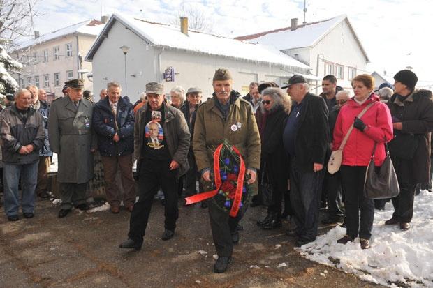 Мештани и чланови породица убијених положили су венце / Фото П. Митић