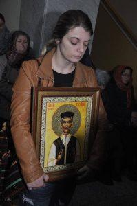 Сандра Благић са иконом Св. Вукашина Јасеновачког