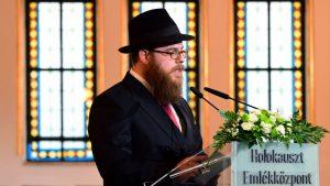 Rabin Slomo Koves predvodi grupu ortodoksnih Jevreja u Budimpešti/AFP
