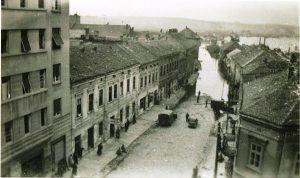 Улица Браће Kрсмановића. Место на коме је започињало убијање гасом, фотографисано у време када се злочин одиграо. Приватна колекција Душана Напијала