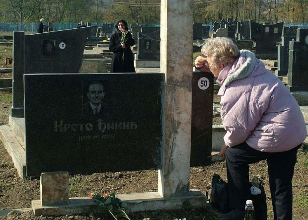 Вечну кућу најмилијих у Ђаковици могу да посете само на задушнице Фото Д. Дозет