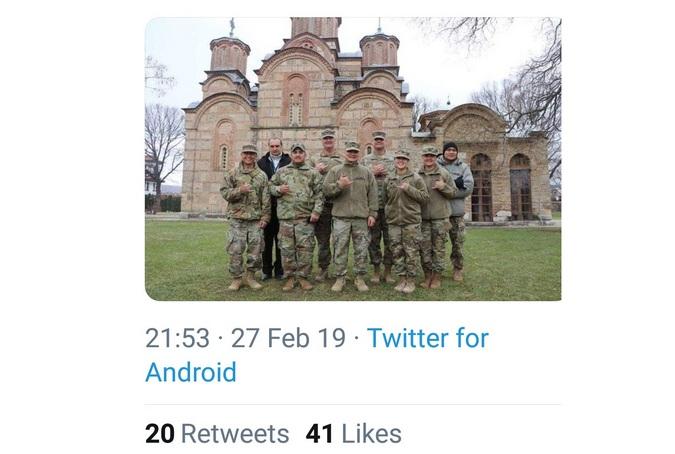 Nato vojnici ispred manastira Gračanica (Foto Tviter)