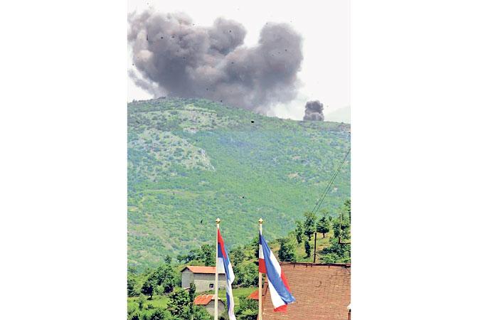 Napad avijacije NATO-a na granicu SRJ (Foto EPA/LOUISA GOULIAMAKI)