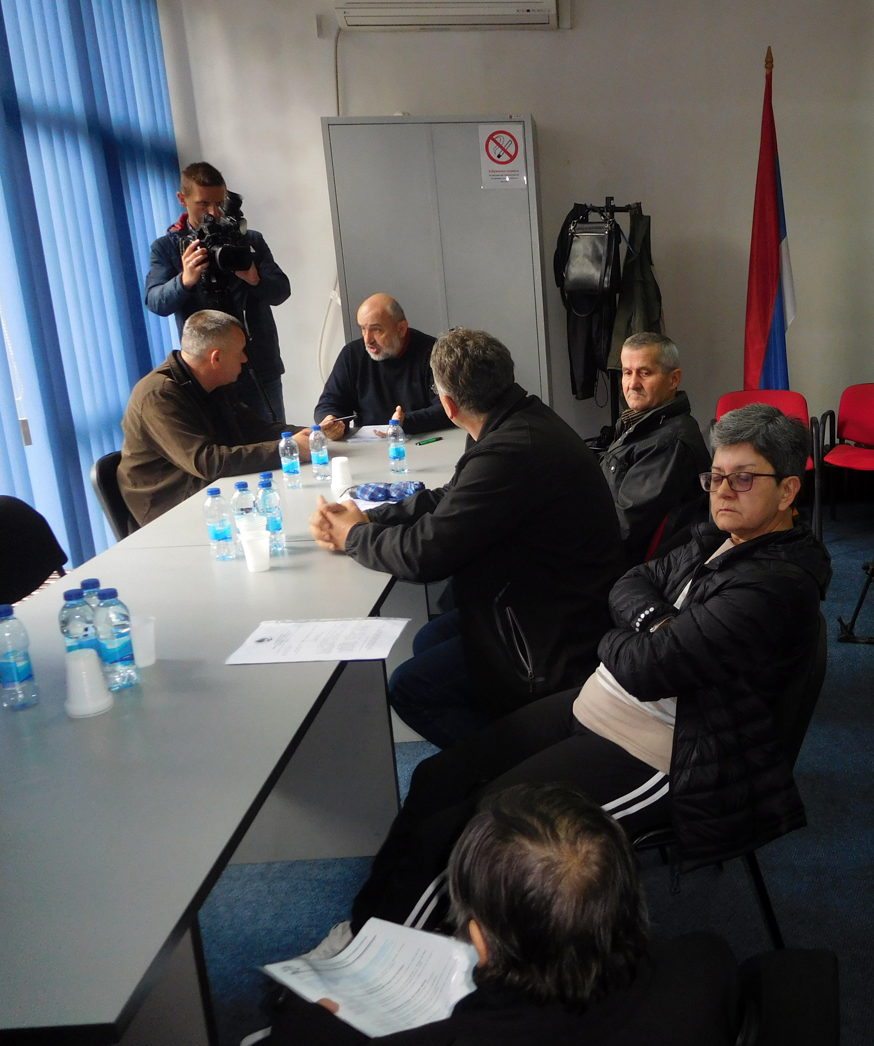 Чланови породица погинулих бораца и несталих цивила из Брода Фото: СРНА
