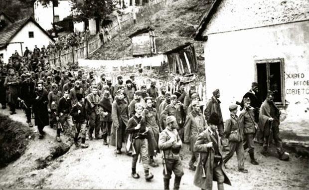 Partizani i četnici sprovode zarobljene Nemce u Užicu 1941. godine