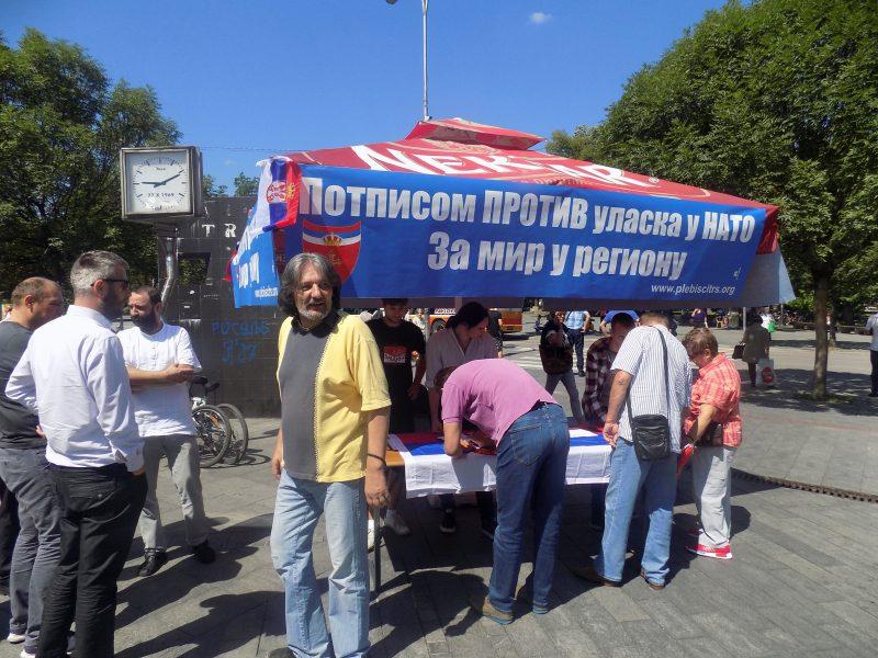 BANjALUKA, 11. JULA /SRNA/ - Potpisivanje peticije protiv ulaska BiH u NATO