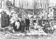 Milorad Bajić, sa nekoliko lobanja iz jame Jadovno