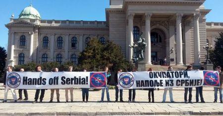 """Aktivisti udruženja Srpski sabor """"Zavetnici"""" protestovali su danas u Beogradu ispred zgrade Skupštine Srbije"""