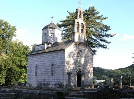Dvorska crkva na Ćipuru koju je podigao knez Nikola na ostacima manastira Rođenja Presvete Bogorodice