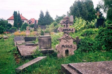 Ustaški grafiti na spomenicima