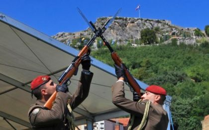 Hrvatski gardisti ispod kninske tvrđave