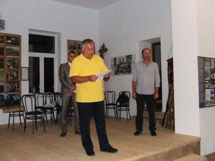 Đorđe Aleksić, Dušan J. Bastašić i Milenko Jahura na otvaranju izložbe. FOTO: UG Ognjena Marija Livanjska