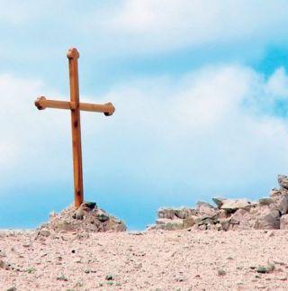 Spomen krsta iznad Paške uvale Slana
