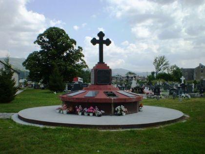 Jedan od retkih spomenika žrtvama komunističkog terora podignut je u Ljubinju (Foto: Milenko Jahura)