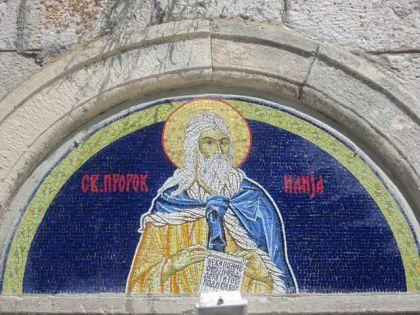 Mozaik svetog Proroka Ilije na ulazu u crkvu iznad vrata