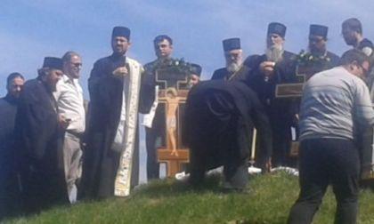 Služba Jasenovačkim svetim na najvišoj humki na Jasenovačkom polju