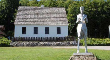 Spomenik Nikoli Tesli u Smiljanu