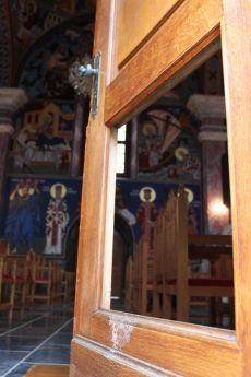 Obijen hram Svetog Nikole u Karlovcu