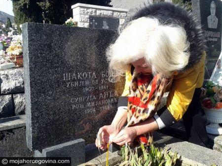 Slobodanka Tanović – održava grob Šakote Boška, brata očeve prve žene, kog je on izvukao iz jame
