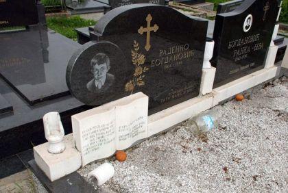Oskrnavljeno pravoslavno groblje u naselju Osijek u federalnoj opštini Ilidža