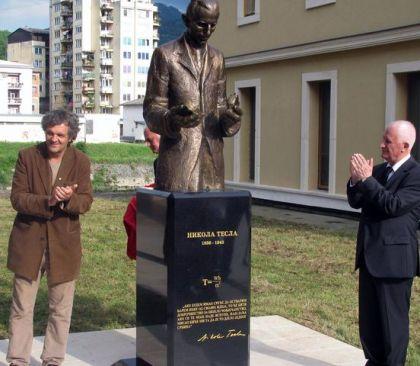 Otkriven spomenik Nikoli Tesli u Andrićgradu