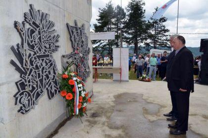 Polaganje vijenaca na spomenik na Patriji